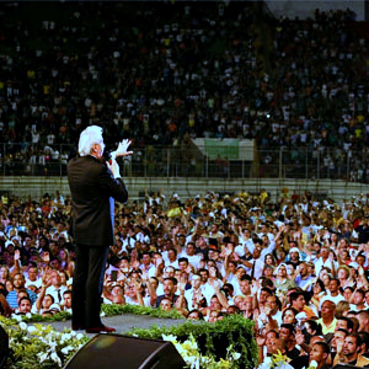 Benny Hinn speaking & healing in Brazil