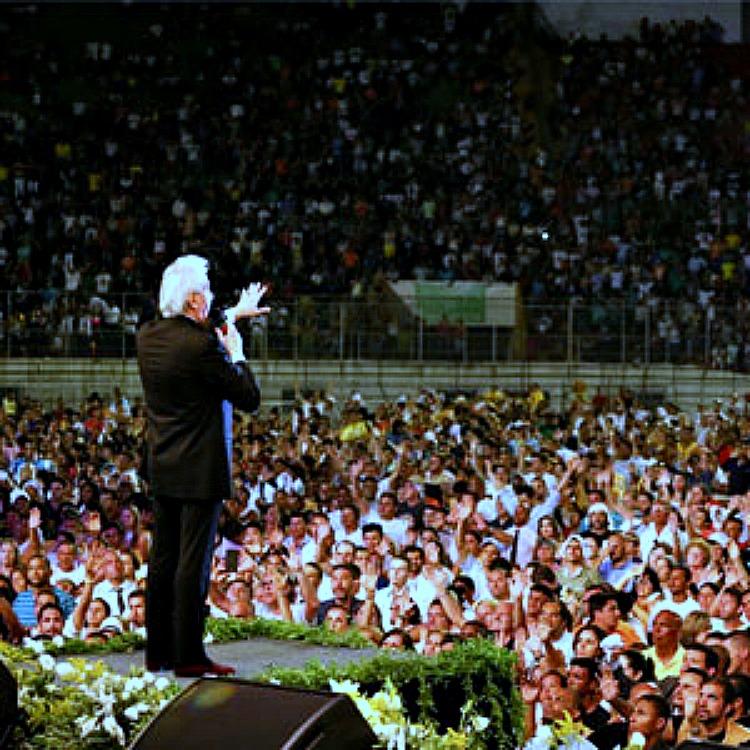 Benny Hinn speaking & healing in Brazil